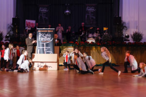 Jubiläum: Es rappelt im Karton! Tanzschule Fiedler Schweinfurt